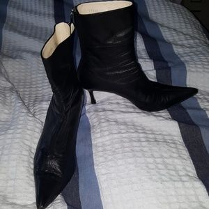Authentic Gucci Black Leather Pointed Ankle Boots